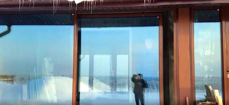 Большие панорамные окна и двери для коттеджа - видео